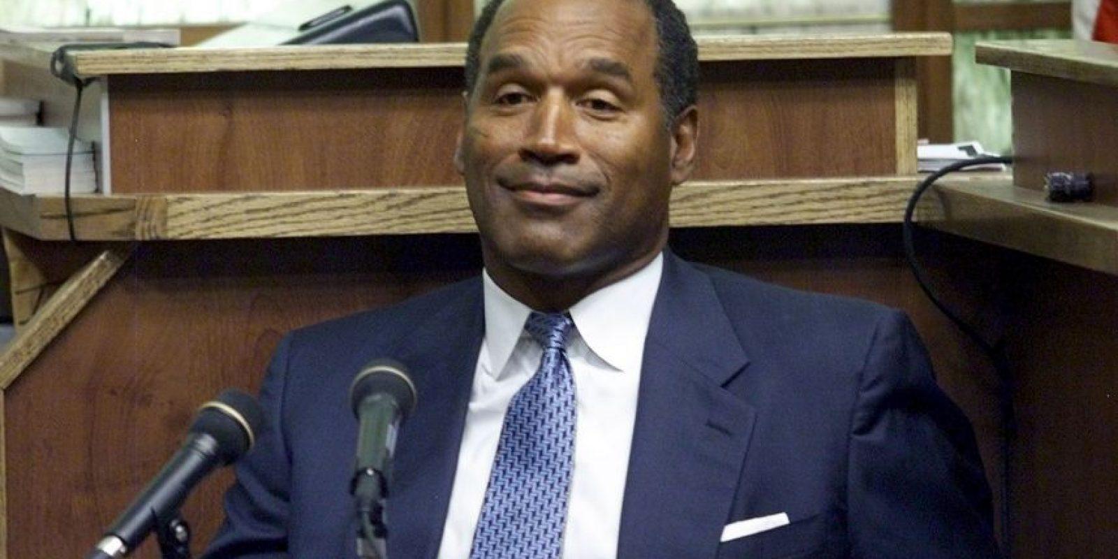 """Getty Images Foto:O. J. Simpson: El ex jugador de los Bufalo Bills de la NFL fue acusado de asesinar a su ex esposa Nicole Brown y su amigo Ronald Goldman. En 1995, se le declaró """"no culpable, pero dos años después una Corte de California encontró a Simpson responsable de los asesinatos."""