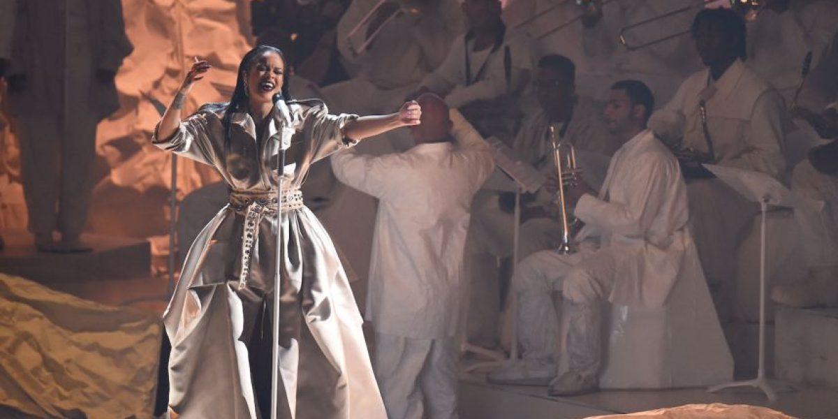 ¿Acierto o error? La polémica foto de Rihanna desnuda junto a su sobrina