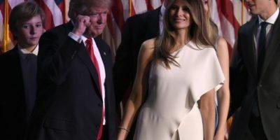El presidente electo de EEUU, Donald Trump, celebra junto a su esposa, Melania, y otros miembros de su familia su victoria electoral el 9 de noviembre de 2016 en Nueva York Foto:Timothy A. Clary/afp.com