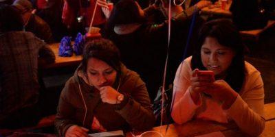 Un bar de Ciudad de México, repleto de público el 8 de noviembre de 2016 para seguir las elecciones presidenciales en EEUU Foto:Pedro Pardo/afp.com