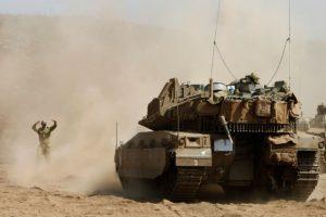 Un soldado israelí maneja un tanque durante unas maniobras militares en los Altos del Golán el 13 de septiembre de 2016 Foto:Jalaa Marey/afp.com