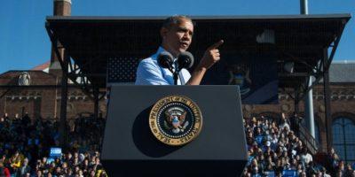 El presidente de EEUU, Barack Obama, hace campaña a favor de la candidata demócrata, Hillary Clinton, el 7 de noviembre de 2016 en Ann Arbor, Michigan Foto:Nicholas Kamm/afp.com