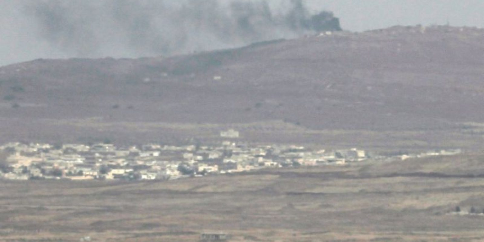 Humo procedente de una posición del ejército sirio, en una imagen tomada el 9 de noviembre de 2016 desde los Altos del Golán anexionados por Israel Foto:Jalaa Marey/afp.com