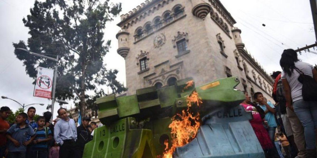 Enfrentamiento entre vendedores y la Policía Municipal deja heridos y destrozos