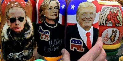 Las tradicionales muñecas rusas de madera, llamadas 'matrioskas', con los rostros de los candidatos a la Casa Blanca estadounidense, Donald Trump (dcha) y Hillary Clinton, y el presidente ruso, Vladimir Putin, en Moscú el 8 de noviembre de 2016 Foto:Kirill Kudryavtsev/afp.com