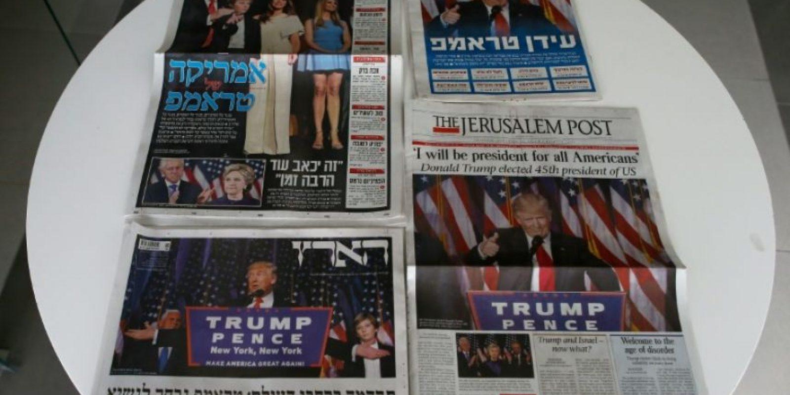 Portadas de los principales periódicos israelíes a 10 de noviembre de 2016, con imágenes del recién electo presidente de los Estados Unidos Foto:Ahmad Gharabli/afp.com
