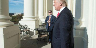 El presidente electo de EEUU, Donald Trump, en un balcón del Capitolio en Washington DC, el 10 de noviembre de 2016 Foto:Nicholas Kamm/afp.com