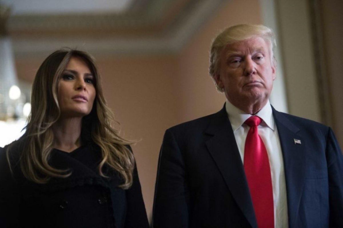 El presidente electo de EEUU, Donald Trump, con su mujer Melania en una rueda de prensa en el Capitolio en Washington DC, el 10 de noviembre de 2016 Foto:Nicholas Kamm/afp.com