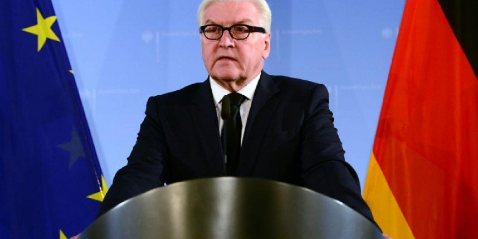 El ministro alemán Frank-Walter Steinmeier comparece para informar sobre el ataque al consulado de Mazar-i-Sharif, este viernes 11 de noviembre en Berlín Foto:Maurizio Gambarini/afp.com