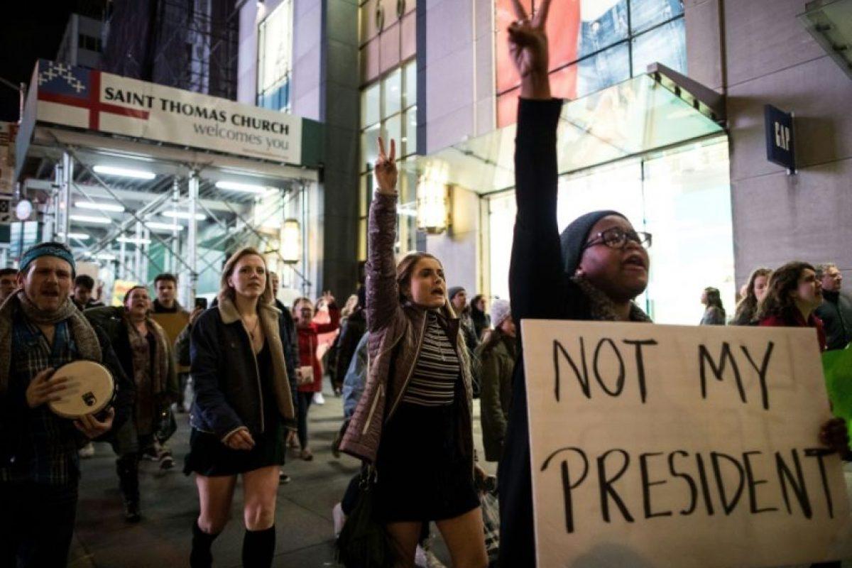 Manifestantes protestan contra la elección de Donald Trump como presidente de Estados Uidos el 11 de noviembre de 2016 en Nueva York Foto:Drew Angerer/afp.com