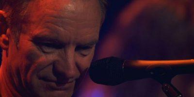 El músico británico Sting guarda un minuto de silencio en el Bataclan de París, el 12 de noviembre de 2016 Foto:afp.com
