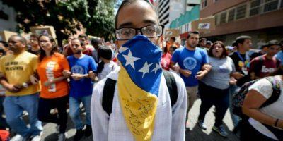 Unos estudiantes universitarios venezolanos protestan contra el gobierno del presidente Nicolás Maduro el 10 de noviembre de 2016 en Caracas Foto:Federico Parra/afp.com