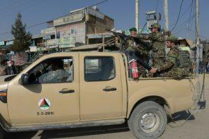 Unos soldados afganos se despliegan en las calles alrededor de la mayor base militar estadounidense en Afganistán, ubicada en Bagram, el 12 de noviembre de 2016 Foto:Shah Marai/afp.com