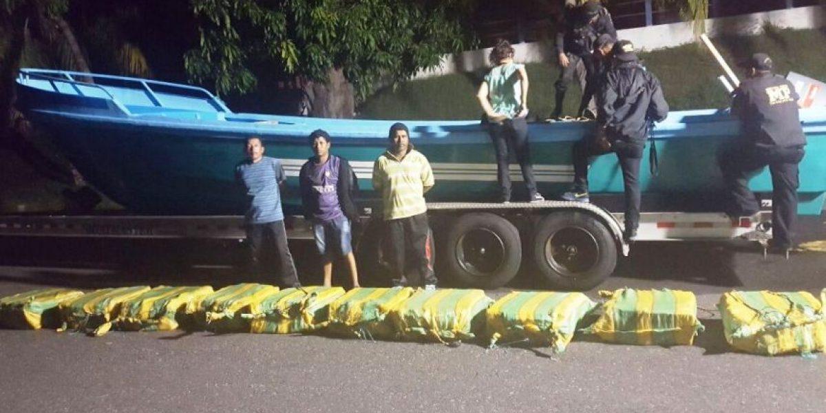 Detienen a tres ecuatorianos que transportaban 400 paquetes con posible droga