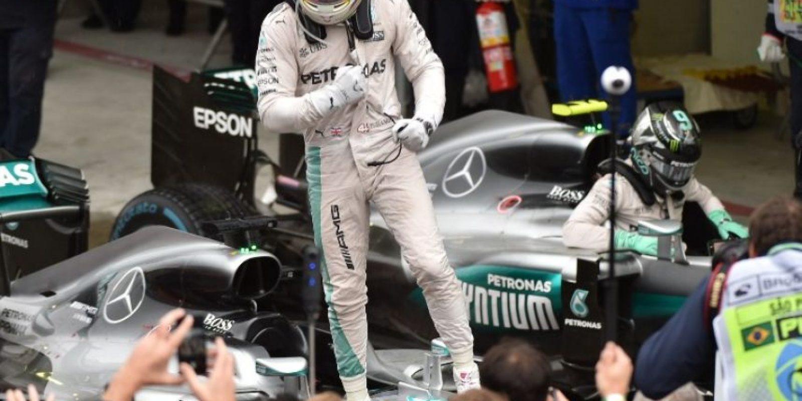 La batalla entre los pilotos de Mercedes por el título de Fórmula Uno seguirá hasta el final de la temporada. Foto:AFP