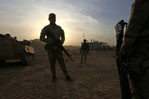 Las fuerzas iraquíes toman posiciones en la localidad de Jarif, a unos 45 kilómetros al sur de Mosul, el 12 de noviembre de 2016 Foto:Safin Hamed/afp.com