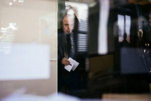 Un búlgaro vota en las elecciones presidenciales el 13 de noviembre de 2016 en Sofía Foto:Dimitar Dilkoff/afp.com