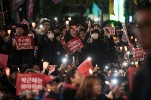 Miles de surcoreanos protestan para exigir la dimisión de la presidenta Park Geun-hye, el 12 de noviembre de 2016 en Seúl Foto:Ed JONES/afp.com