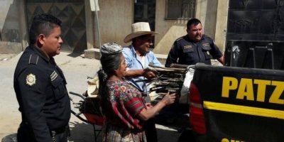 Agentes PNC implementan modelo social y ayudan a pareja en Chimaltenango