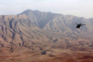 Un helicóptero militar estadounidense se dirige a la base aérea de Bagram desde Kabul, el 23 de octubre de 2016 Foto:Thomas Watkins/afp.com