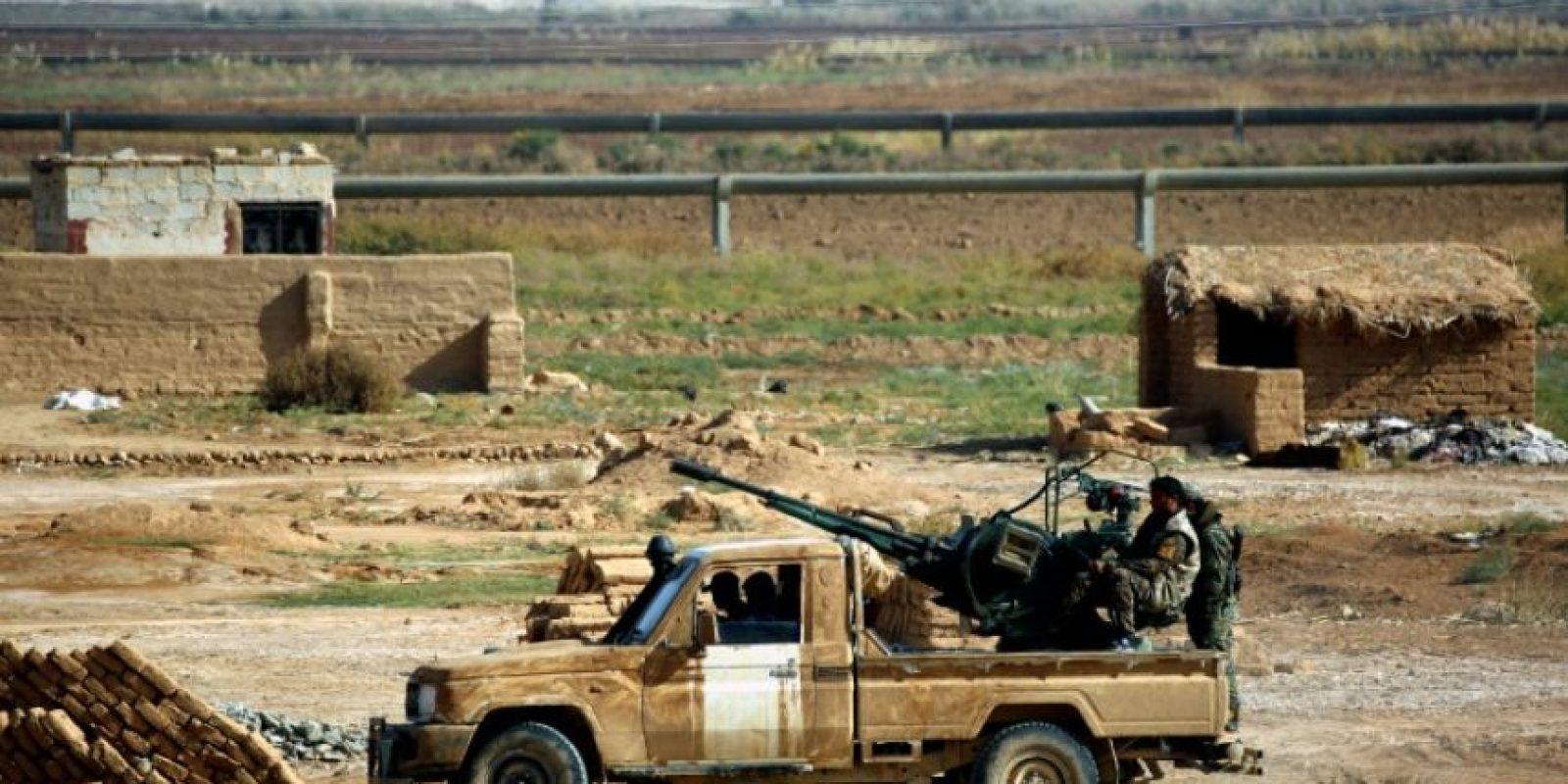 Combatientes de la coalición kurdo-árabe, conocida como las Fuerzas Democráticas de Siria, en Al-Huriya, en el norte del país y cerca de la línea del frente de lucha contra los yihadistas del grupo Estado Islámico, el 11 de noviembre de 2016 Foto:Delil Souleiman/afp.com