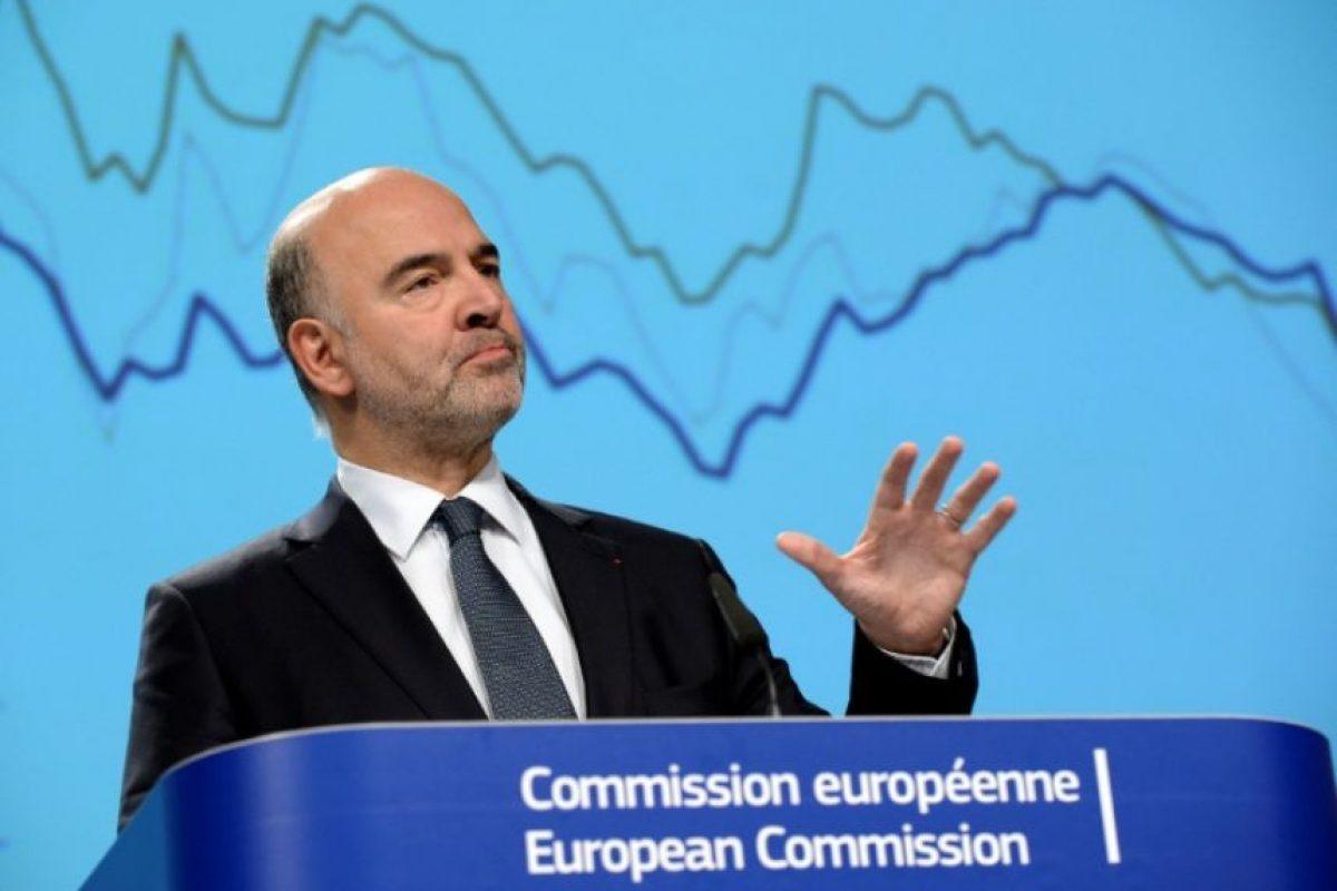 El comisario europeo de Asuntos Económicos, Pierre Moscovici, presenta las previsiones económicas de la UE a los medios de comunicación, en la sede de la Comisión de la Unión Europea, en Bruselas, el 9 de noviembre de 2016. Foto:THIERRY CHARLIER/afp.com