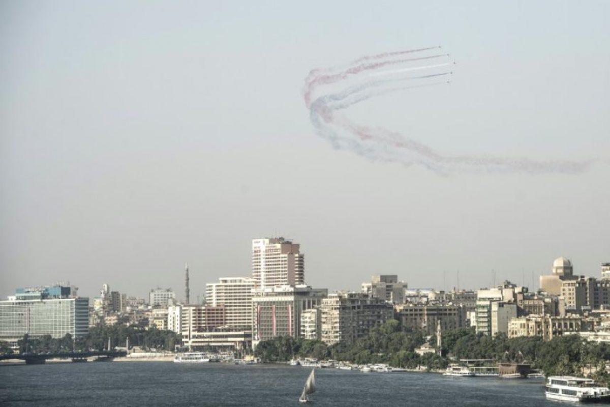 Aviones de combate egipcios vuelan sobre la Plaza Tahrir en El Cairo, el 30 de junio de 2016, celebrando el tercer aniversario de las protestas que sacaron del poder al islamistas Mohamed Mursi Foto:Jaled Desuki/afp.com