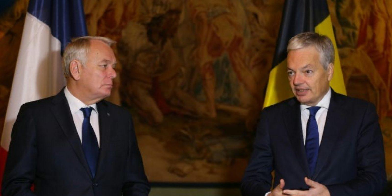 El Ministro de Relaciones Exteriores de Francia, Jean-Marc Ayrault (L), y su par belga, Didier Reynders, dan una conferencia de prensa tras su reunión en el Palacio Egmont de Bruselas, el 15 de noviembre de 2016 Foto:NICOLAS MAETERLINCK/afp.com