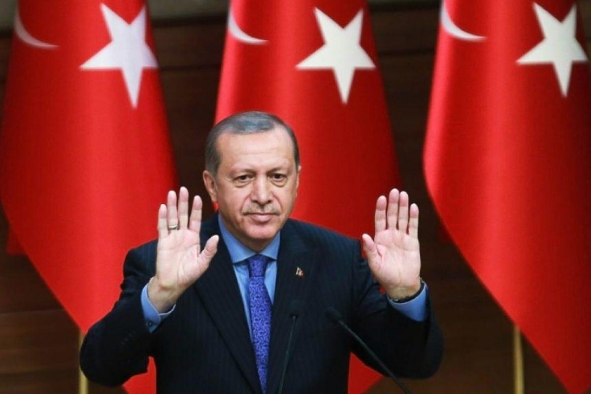 El presidente turco, Recep Tayyit Erdogan, durante un discurso en el complejo presidencial de Ankara, el 19 de octubre de 2016, a propósito del 28º encuentro de 'Mukhtars' (líderes locales) Foto:Aden Altan/afp.com