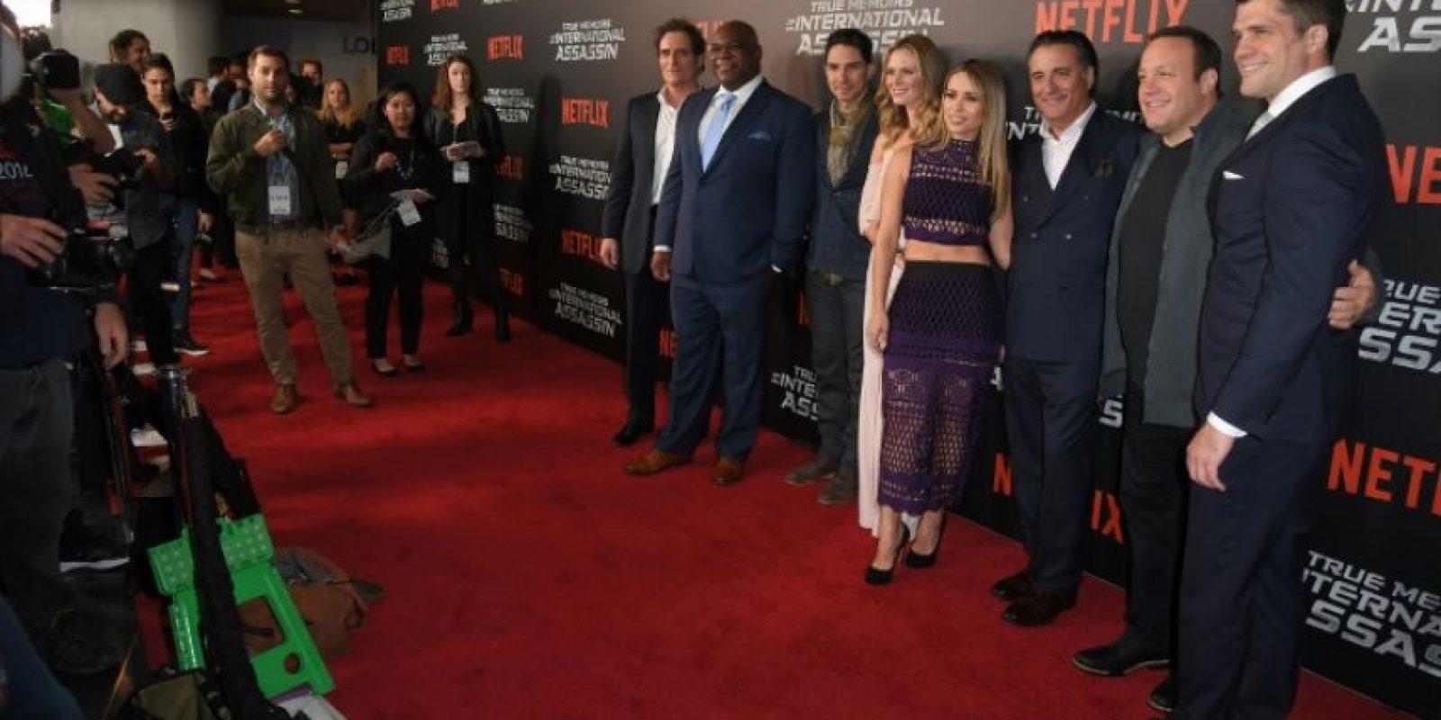 """El elenco y equipo asisten al estreno de la cinta de Netflix de """"Memorias Verdaderas de un Asesino Internacional"""" en el AMC Lincoln Square Theatre, el 3 de noviembre de 2016, en Nueva York. Foto:ANGELA WEISS/afp.com"""