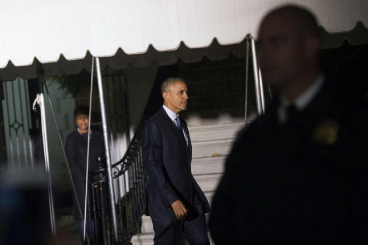 El presidente de Estados Unidos, Barack Obama, se dirige al helicóptero oficial Marine One antes de partir de predio sur de la Casa Blanca en Washington, DC, el 14 de noviembre de 2016, para su último viaje -a Grecia, Alemania y Perú-. Foto:SAUL LOEB/afp.com