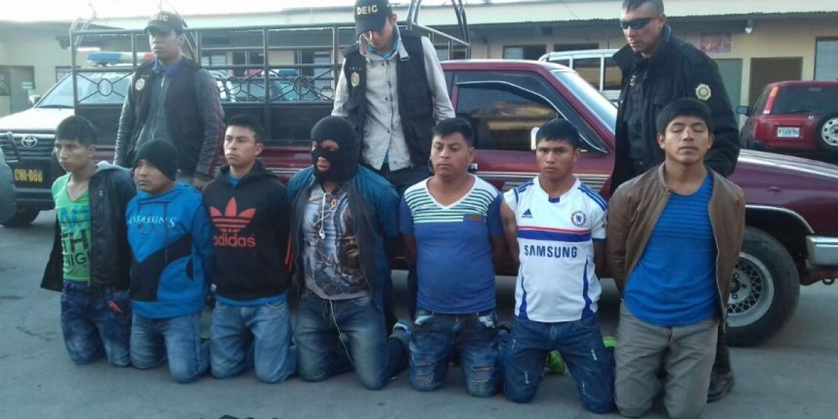 Capturados por asaltar a pasajeros en Chimaltenango llevaban pistola de juguete