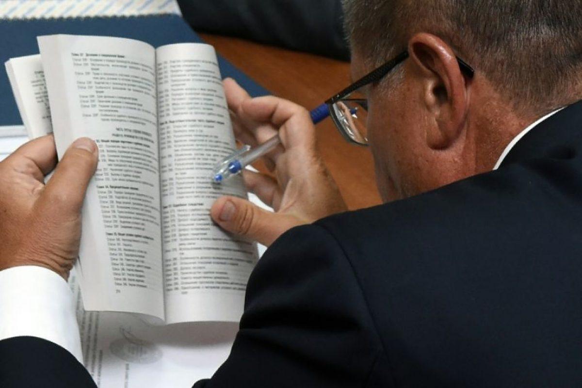 El ministro de Economía ruso, Alexéi Uliukáyev, ante el tribunal en Moscú el 15 de noviembre de 2016 Foto:Vasily Maximov/afp.com