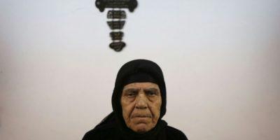 La cristiana iraquí Zarifa Bakoos Daddo, de 77 años, relata la experiencia de su cautiverio de dos años bajo el yugo del grupo yihadista EI, desde un refugio religioso en Arbil, el 10 de noviembre de 2010 Foto:Safin Hamed/afp.com