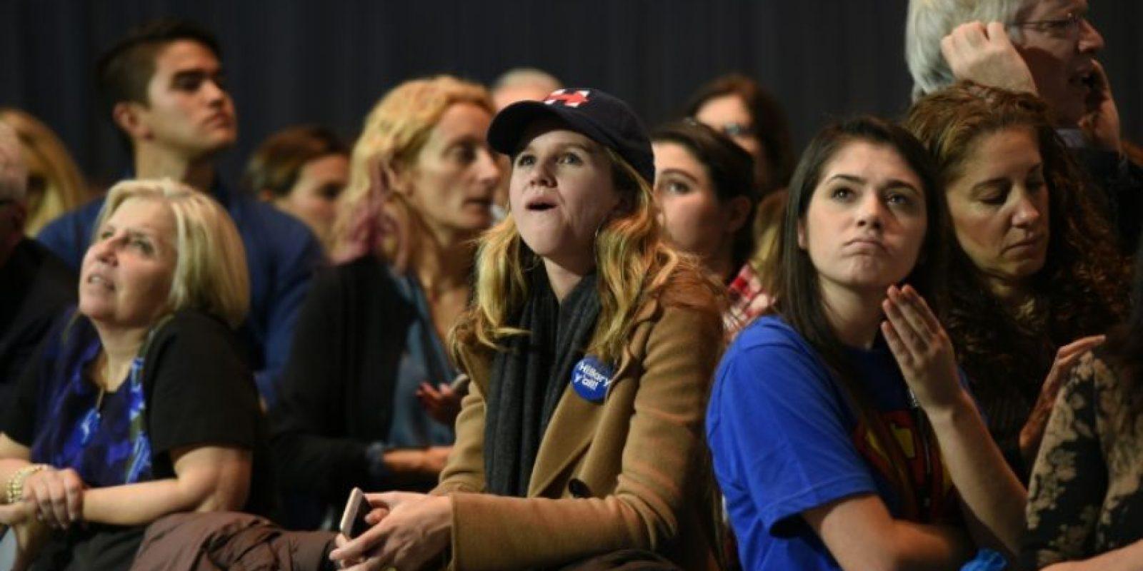 Un grupo de mujeres se lamenta por los resultados de la elección presidencial, el 8 de noviembre de 2016, en el centro de convenciones Jacob K. Javits de Nueva York Foto:DON EMMERT/afp.com