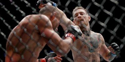 Getty Images Foto:Con esto, se convierte en el primer hombre en tener dos títulos en simultáneo en la UFC