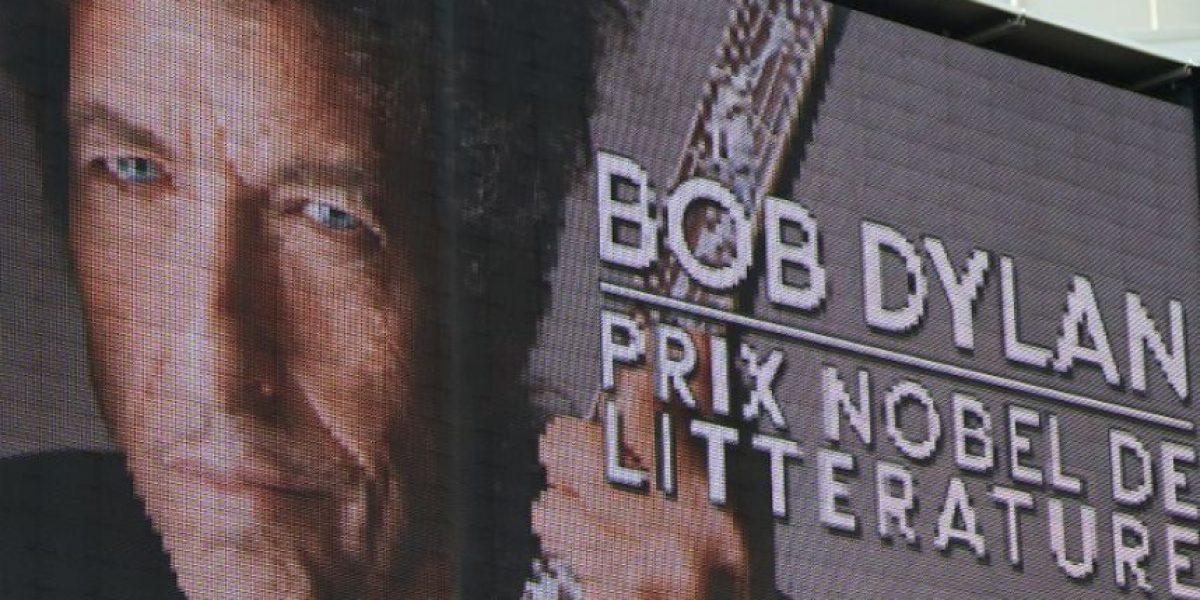 Bob Dylan no recogerá su Nobel porque tiene