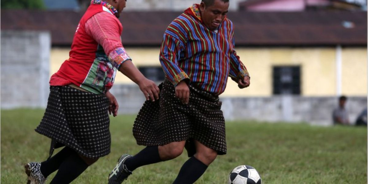 Equipo guatemalteco que juega con traje típico resuena a nivel internacional