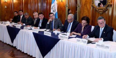 Diputados llegan a Casa Presidencial para discutir acerca del contrato con TCQ