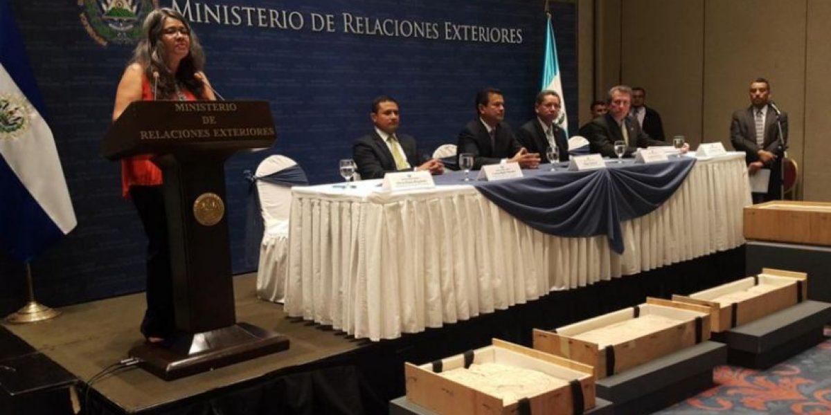El Salvador devuelve a Guatemala dos piezas arqueológicas robadas