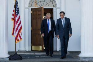 El presidente electo Donald Trump y Mitt Romney luego de su reunión en el club de golf de Bedminster el 19 de noviembre de 2016 en Nueva Jersey Foto:Drew Angerer/afp.com