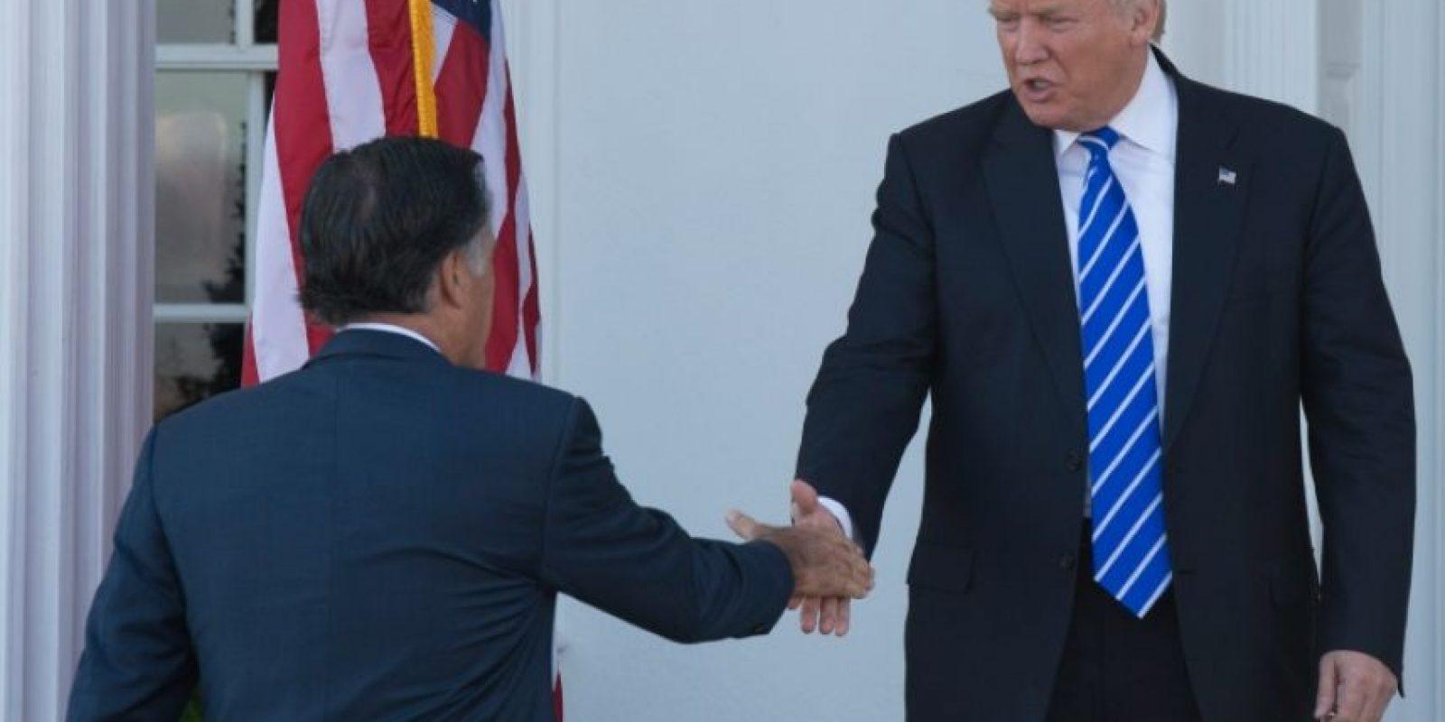 El presidente electo de EEUU, Donald Trump, recibe al excandidato republicano Mitt Romney en su club de golf de Bedminster, Nueva Jersey, el 19 de noviembre de 2016 Foto:Don Emmert/afp.com