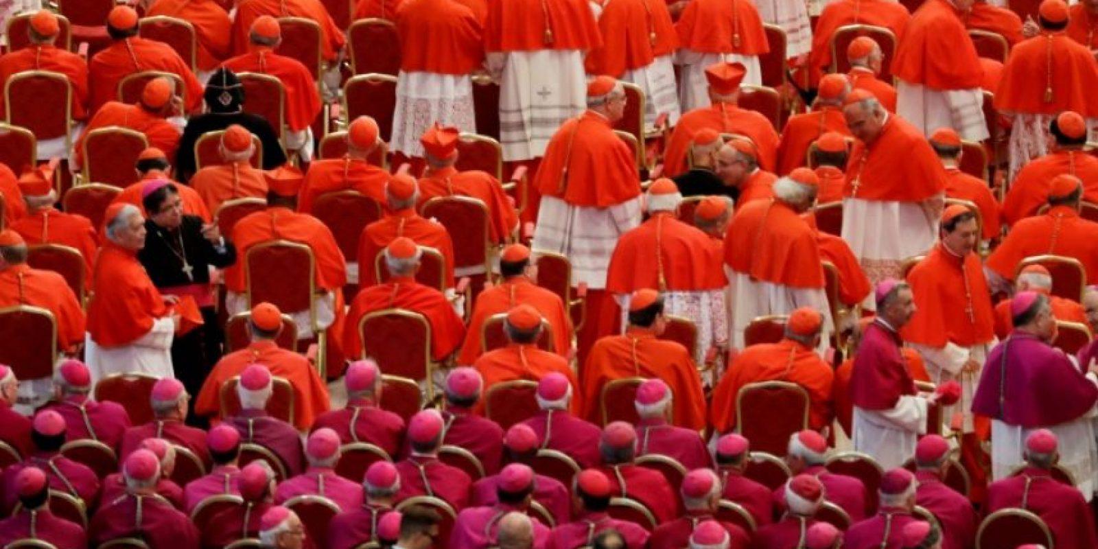 Cardenales y obispos esperan en la Basílica de San Pedro del Vaticano el inicio del consistorio en el que el papa Francisco nombraría 17 nuevos cardenales, el 19 de noviembre de 2016 en el Vaticano Foto:Gregorio Borgia /afp.com