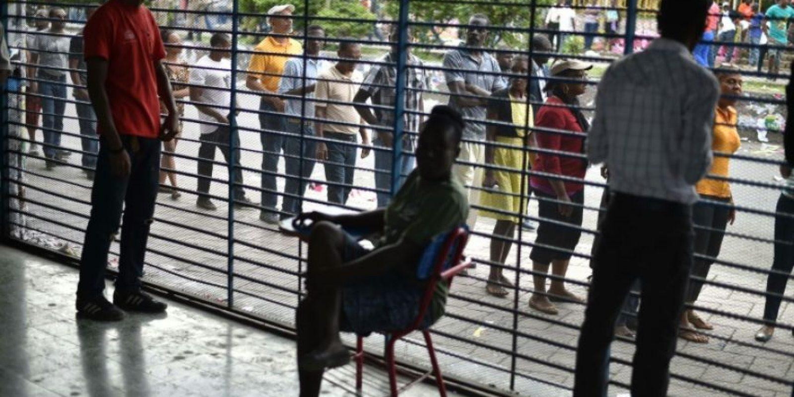 Haitianos en una fila esperan para votar en Petion Ville, barrio de Puerto Príncipe, el 20 de noviembre de 2016 Foto:Héctor Retamal/afp.com