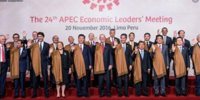 Líderes mundiales posan para la foto oficial de la cumbre de APEC el 20 de noviembre de 2016 en Lima Foto:STR/afp.com