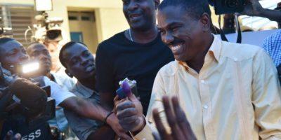 El candidato presidencial haitiano Jude Celestine emite su voto el 20 de noviembre de 2016 en Puerto Príncipe Foto:Héctor Retamal/afp.com
