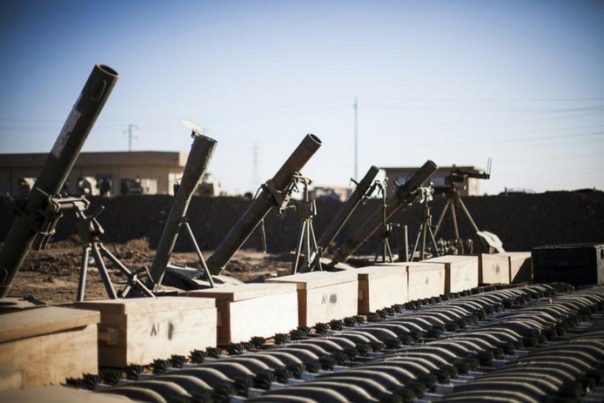 Morteros y munición que los combatientes del grupo yihadista Estado Islámico (EI) dejaro atrás al ser expulsados de una zona que controlaban, expuestos por el ejército iraquí a las afueras de Mosul, el 19 de noviembre de 2016 Foto:Achilleas Zavallis/afp.com