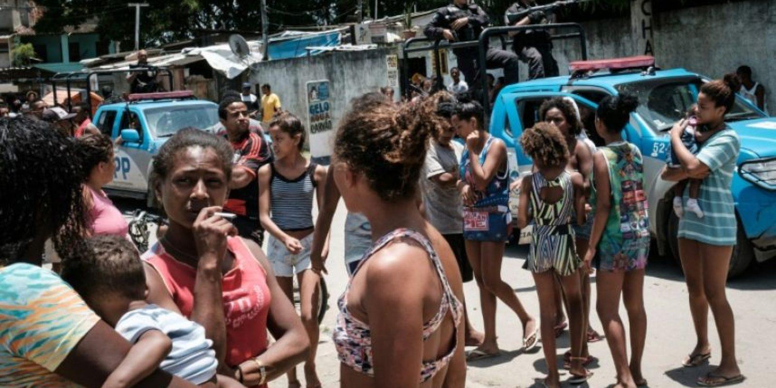 Oficiales de la policía patrullan la calles de la favela Cidade de Deus el 19 de noviembre de 2016 en Rio de Janeiro Foto:Yasuyoshi Chiba/afp.com