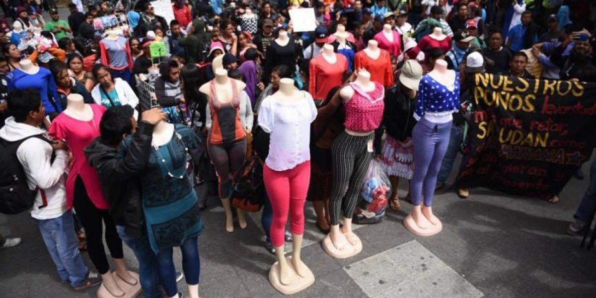 La tranquilidad en el Paseo de la Sexta se vuelve a interrumpir ante una protesta de supuestos vendedores y universitarios