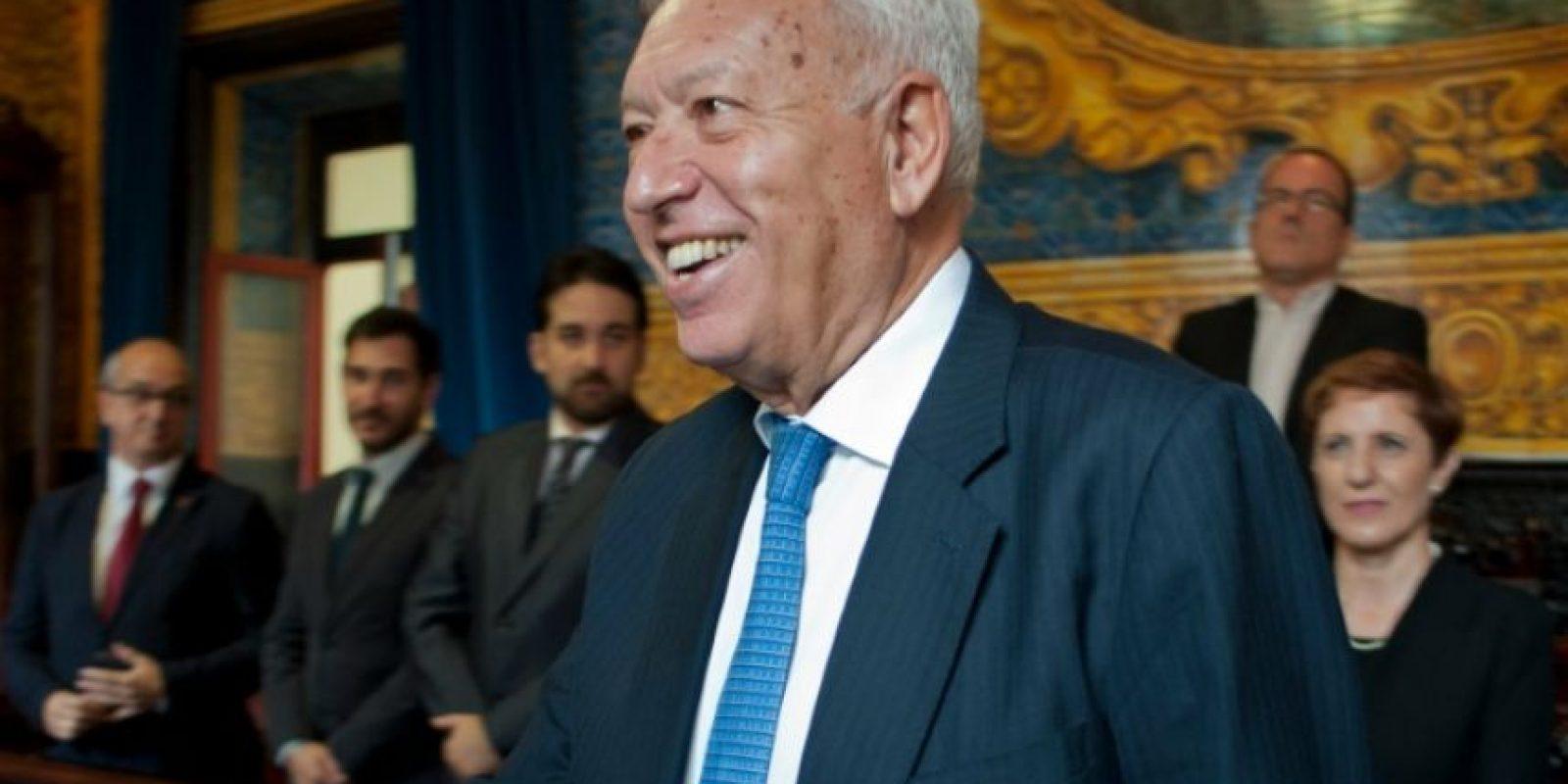 El ministro español de Relaciones Exteriores, José García-Margallo (C), sonríe en su visita al ayuntamiento de Algeciras, el 18 de octubre de 2016. Foto:SERGIO CAMACHO/afp.com